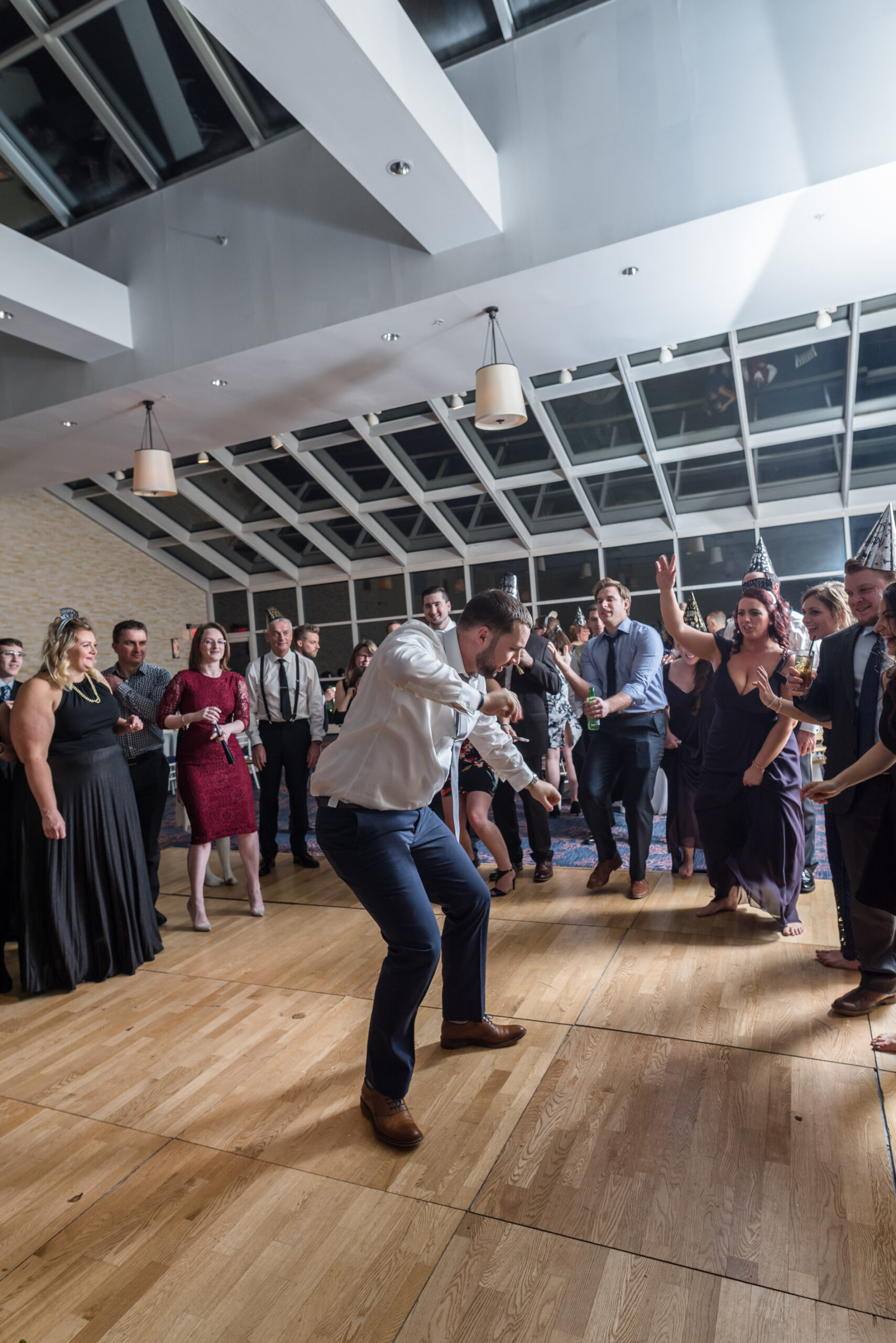New-Years-Eve-Wedding-Guests-Dancefloor-Dance-Off